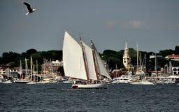 Newport, RI: Barche a vela sulla baia di Narragansett Immagini Stock Libere da Diritti