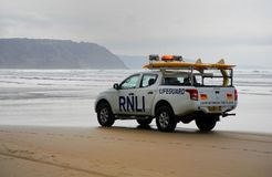 Newquay,康沃尔郡,英国- 2018年5月09日:RNLI在a.c.的救生员卡车 免版税库存图片