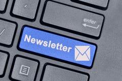 Newsletterwort auf Tastatur Stockbilder