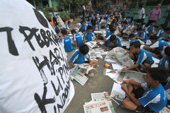 Newspaper Clippings. Hundreds of children participated in the mass clippings in Solo, Java, Indonesia. This activity in the march love reading to educate the Stock Images
