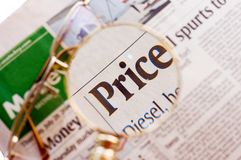 Newspaper_price_magnifie Foto de Stock Royalty Free