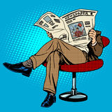 Newspaper reading man Royalty Free Stock Photos