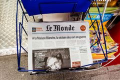 Newspaper about Stephen Hawking Death on the first page portrait. PARIS, FRANCE - MAR 15, 2018: International newspaper Le Monde with portrait of Stephen Hawking royalty free stock images