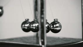 Σφαίρες Newton Παιχνίδι Μέταλλο απόθεμα βίντεο