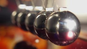 Newton Cradle Bouncing Chrome Balls almacen de video