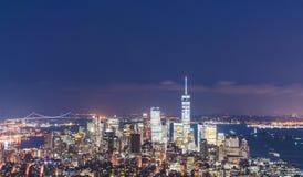 28-08-17, newyork, США: небоскреб Нью-Йорка на ноче стоковое фото
