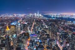 28-08-17, newyork, США: небоскреб Нью-Йорка на ноче стоковая фотография