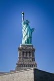 城市自由newyork雕象日落 库存照片
