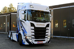 NextGen modificado para requisitos particulares Scania S500 que mueve encendido una yarda Imagenes de archivo