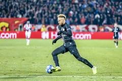 Neymar het spelen op een UEFA Champions Leaguegelijke stock afbeeldingen