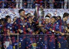 Neymar soulève le trophée de ligue de champions d'UEFA Photos libres de droits