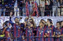 Neymar soulève le trophée de ligue de champions d'UEFA Photographie stock