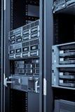 Neywork Servers in der Zahnstange mit Festplatten Stockfotografie