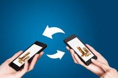 NFC - Perto de uma comunicação do campo Imagens de Stock