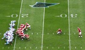 NFL die - klaar om een gebiedsdoel te schoppen wordt Stock Foto