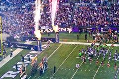 Nfl-Fußball-Markierungsfahnen, Flammen und Feuerwerke! Stockfotografie