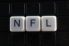 Nfl-Titeltext-Wortkreuzworträtsel Alphabetbuchstabe blockiert Spielbeschaffenheitshintergrund Weiße alphabetische Buchstaben auf  Stockfoto