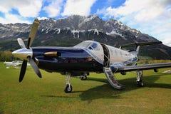 NG de Pilatus PC-12 en hierba en Austria Imagen de archivo libre de regalías