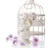 Ángel feliz y flores Imagenes de archivo