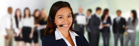 ängel som service för förälskelse för härlig hjälp för affärskvinnaoklarhetskund som vänlig praktisk mycket ler till dig Arkivbilder