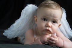 ängeln behandla som ett barn Arkivfoton