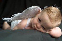 ängeln behandla som ett barn Arkivbild