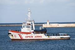NGO抢救/打捞船`开放胳膊` 库存照片