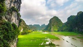 Ngo Dong River in Trang een Unesco-plaats van de Werelderfenis in Nin Stock Afbeeldingen