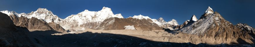 Ngozumba glaciär och Mount Everest, Nepal Arkivbild