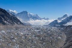 Ngozumpa冰川在萨加玛塔国家公园 免版税图库摄影