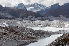 Ngozumpa冰川, Gokyo谷,尼泊尔 免版税库存图片