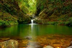 Ngu Ho Lake und Wasserfälle auf Berg Bach MA - Viet Nam - Licht-Version stockbilder