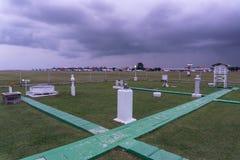 NGURAH RAI/BALI- 11 AVRIL 2019 : Vue de tablier de jardin météorologique quand le ciel est nuageux foncé Le jardin rencontré est  image libre de droits