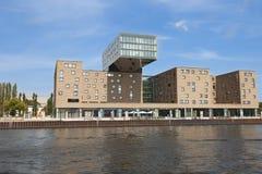NH Designhotel och delar av den Berliner väggen arkivbilder