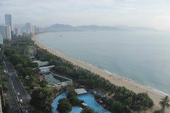 Nha Trang, Вьетнам - 12-ое июля 2015: Славный взгляд к пляжу стоковое фото
