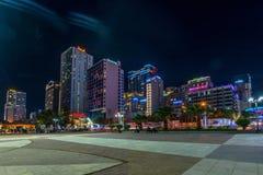 Nha Trang, Вьетнам - 19-ое февраля 2019: Городской пейзаж Вьетнам ГОСТИНИЦЫ œNG THANH БОЛЬШОЙ NHA TRANG MƯỠк ночь стоковое фото