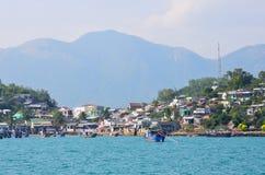 Nha Trang, Вьетнам, 22-ое января 2015 Никто, шлюпки около острова в trang Nha преследует Стоковое фото RF