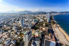 Nha Trang stadspanorama med havet och berg Vietnam Royaltyfria Foton