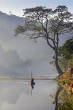 Nha Trang, Vietnam, Maj 20, 2016: Fartygman på den Ben Loi floden Arkivbilder