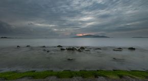 Nha Trang wschodu słońca Podpalany Markotny niebo Wietnam Obrazy Royalty Free