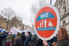 NHS dans la démonstration de crise, par Londres centrale, dans la protestation du sous-provisionnement et la privatisation dans N Photos libres de droits