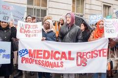 NHS dans la démonstration de crise, par Londres centrale, dans la protestation du sous-provisionnement et la privatisation dans N Image stock