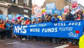 NHS dans la démonstration de crise, par Londres centrale, dans la protestation du sous-provisionnement et la privatisation dans N Photographie stock libre de droits