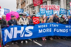 NHS dans la démonstration de crise, par Londres centrale, dans la protestation du sous-provisionnement et la privatisation dans N Images stock
