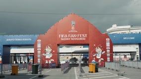 NIžNIJ NOVGOROD, RUSSIA - 8 giugno 2018: Vista del supporto del Fest del fan della FIFA nella città, accogliere favorevolmente g video d archivio