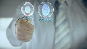 Nié et homme d'affaires passant la vérification biométrique avec le scanner d'empreinte digitale clips vidéos