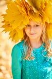 Niña adorable con un casquillo Fotografía de archivo