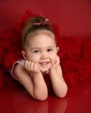 Niña adorable en tutú rojo del pettiskirt Foto de archivo libre de regalías