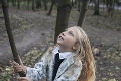 Niña adorable que juega en la madera Imágenes de archivo libres de regalías