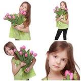 Niña adorable que sostiene el tulipán Imagenes de archivo